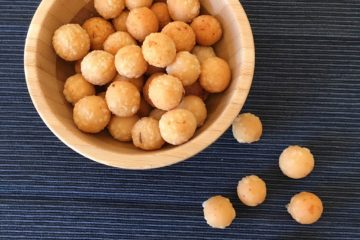 upppu seedai,salt seedai recipe,uppu cheedai,salt seedai,savouries recipes,diwali savouries,krishna jayanthi recipes,gokulashtami savouries,festival savouries,south indian savouries